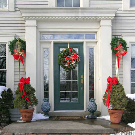 Ideas for Decorating Your Doorway for Christmas